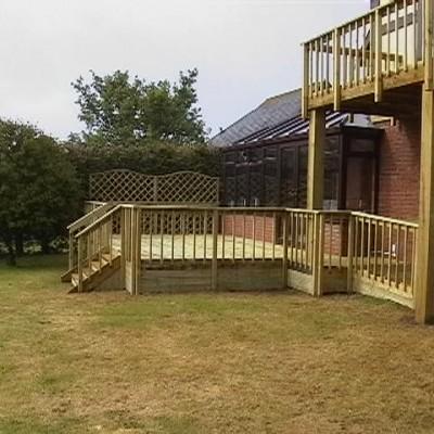 Domestic fencing contractor, pembrokeshire fencing, fencing pembrokeshire, garden fence, garden fencing, domestic fencing